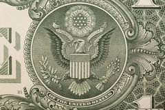 Un alto vicino di una banconota in dollari, mostrando l'aquila sulla grande guarnizione degli Stati Uniti immagine stock libera da diritti