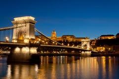 Un'altra prospettiva di Buda Castle e del ponte a catena, Budapest, Ungheria Fotografia Stock
