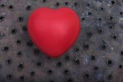 Un amor rojo del día de Rusty Holes Background Valentines del corazón celebra junto para siempre la sorpresa del aniversario romá fotos de archivo libres de regalías