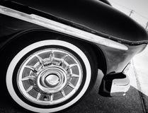 Un amortisseur et un pneu d'avant de voiture de vintage Photos stock