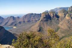 Un'ampia vista di tre Rondavels nel Sudafrica immagini stock libere da diritti