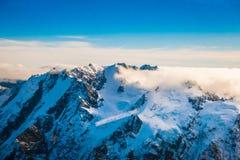 Un ampio panorama delle montagne di Snowy, alpi del sud situate in isola del sud, in Nuova Zelanda Immagine Stock