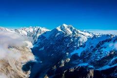 Un ampio panorama delle montagne di Snowy, alpi del sud situate in isola del sud, in Nuova Zelanda Fotografia Stock Libera da Diritti