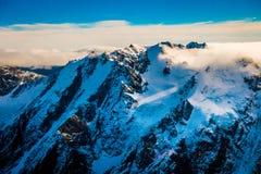 Un ampio panorama delle montagne di Snowy, alpi del sud situate in isola del sud, in Nuova Zelanda Fotografia Stock