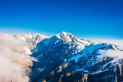 Un ampio panorama delle montagne di Snowy, alpi del sud situate in isola del sud, in Nuova Zelanda Immagini Stock