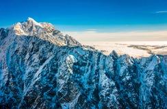 Un ampio panorama delle montagne di Snowy, alpi del sud situate in isola del sud, in Nuova Zelanda Immagine Stock Libera da Diritti