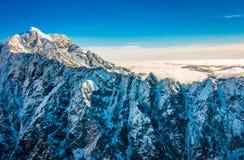 Un ampio panorama delle montagne di Snowy, alpi del sud situate in isola del sud, in Nuova Zelanda Fotografie Stock