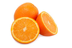 Un anaranjado y dos mitades en el fondo blanco Imágenes de archivo libres de regalías