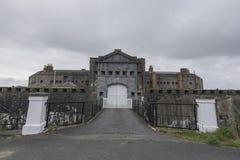 Un ancien fort en Pembroke Dock, connu sous le nom de casernes défendables, photo stock