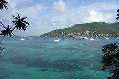 Un ancladero tranquilo en las islas de granadina imagen de archivo