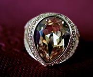 Un anello con una pietra Fotografie Stock