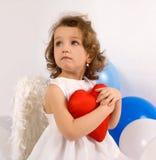 Un angelo del littlel con cuore rosso Fotografia Stock Libera da Diritti