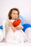 Un angelo del littlel con cuore rosso Fotografie Stock