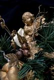 Un angelo in un albero di Natale Fotografie Stock Libere da Diritti