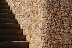 Un angolo ha sistemato sotto forma di blocchi e di scale di pietra immagine stock