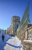 Un angolo si separa il recinto del palazzo di Gatcina nel parco del palazzo Fotografia Stock