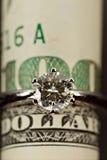 Un anillo de diamante del quilate Imágenes de archivo libres de regalías