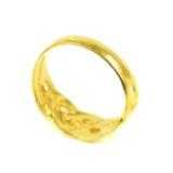 un anillo de oro aislado en blanco Imagen de archivo libre de regalías