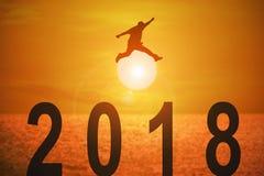 un anno ed i concetti di 2018 notizie per l'affare e l'obiettivo royalty illustrazione gratis
