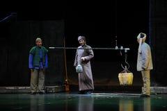 Un appareil de pesage énorme (une métaphore juste) - opéra de Jiangxi une balance Image stock