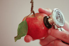 Un Apple par jour? Image stock