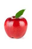 Un Apple rojo maduro con la hoja imagen de archivo libre de regalías