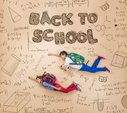 Un apprendimento di due scolari Fotografia Stock