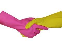 Un apretón de manos está en guantes sanitarios Fotos de archivo libres de regalías