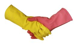 Un apretón de manos está en guantes sanitarios Imagenes de archivo