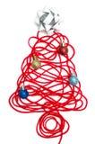 Un arbre fait en fil et ruban rouges, boule sur le fond blanc Photo libre de droits
