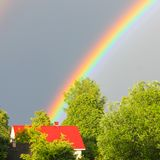 Un arc-en-ciel multicolore contre le ciel Double arc-en-ciel ` S SI de Dieu photo libre de droits