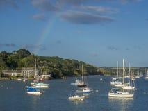 Un arco iris sobre el puerto de Falmouth imágenes de archivo libres de regalías
