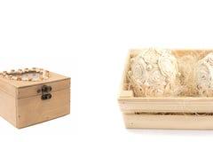 Un arreglo festivo de la caja con flores y una libreta Foto de archivo libre de regalías