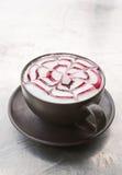 Un art de Latte de café sur le fond blanc grunge Image stock