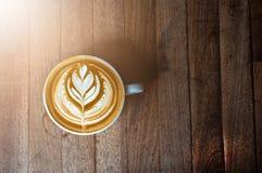 Un'arte bianca del latte o del cappuccino della tazza di caffè Fotografia Stock
