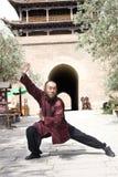 Un arte marcial chino que juega al hombre Imágenes de archivo libres de regalías