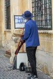 Un artista en el cuarto histórico de Sibiu Imagen de archivo libre de regalías