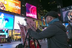 Un artiste de rue dessine une caricature Photo libre de droits
