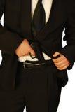 Un assassino con la sua pistola nell'azione Fotografia Stock