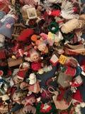 Un assortiment merveilleux des ornements et des jouets originaux de Noël Photo libre de droits