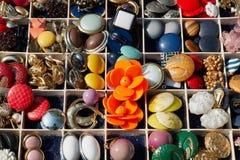 Un assortimento di bottoni dell'annata Immagine Stock