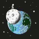Un astronaute solitaire se tient sur la lune et regarde la terre Photo stock
