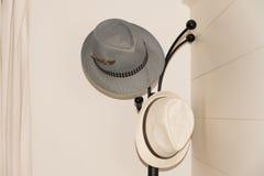 Un'attaccatura di due cappelli Immagine Stock