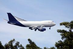 Un atterrissage d'avion à réaction Photographie stock libre de droits