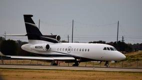 Un atterrissage privé du faucon 900EX image stock