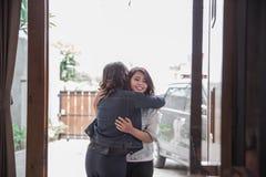 Un'attività femminile di due amici Fotografia Stock