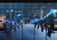 Un auditorium fornito dai computer portatili moderni in un ufficio panoramico moderno, uguagliante vista di New York City I grafi Fotografia Stock