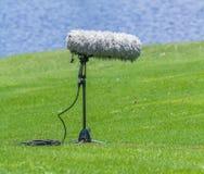 Un auge de micrófono grande con el soporte imagen de archivo