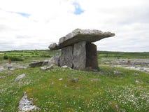 Un autel antique construit hors de grandes pierres photographie stock libre de droits