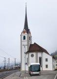 Un autobús de Hess en Fluelen, Suiza Imágenes de archivo libres de regalías
